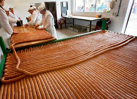 090305-01-world-record-sausage_big